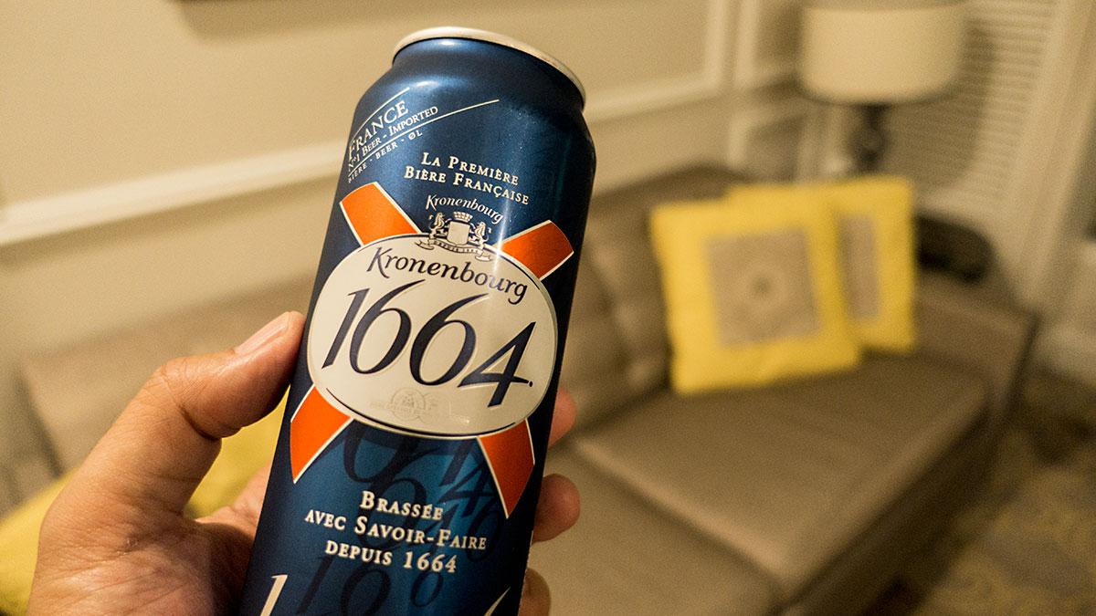 ホテル内コンビニでビールをゲット!