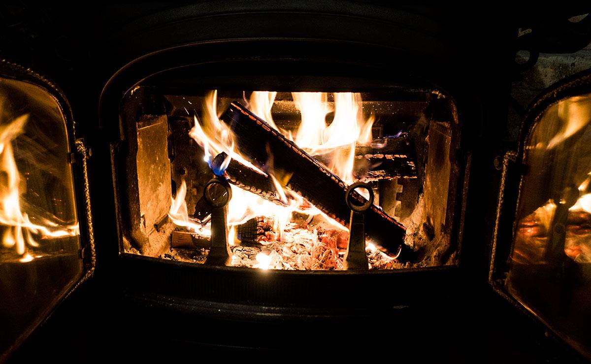 ついに薪ストーブの火入れ開始