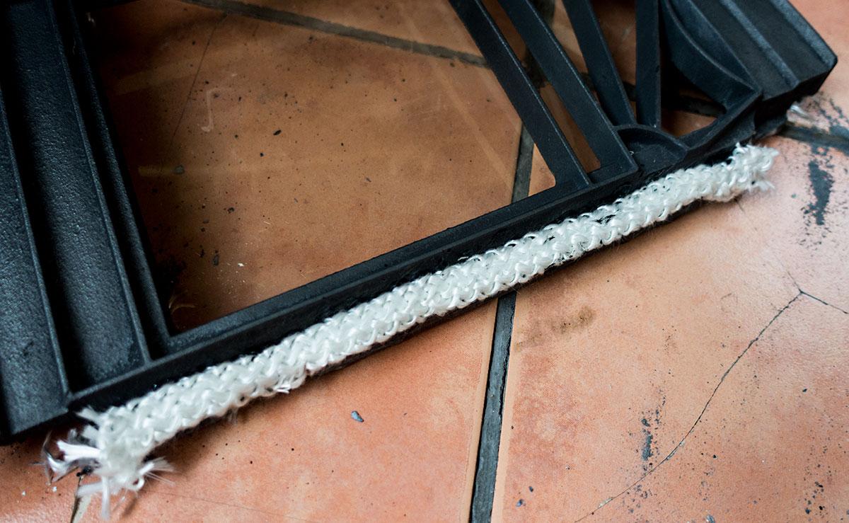 薪ストーブのガスケットロープ破損